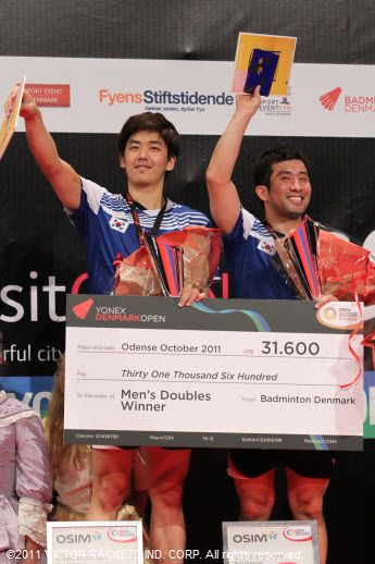 Lee Yong Dae/Jung Jae Sung were all smiles as they collected the spoils of victory