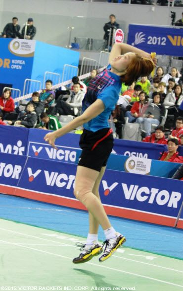 VICTOR Star Ha Jung Eun equipped with SH9000ACE at 2012 VICTOR Korea Open and conquers two matches in a day!